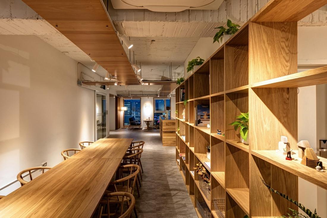 12F公共空間-長桌區